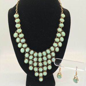 Mint and Gold tone chandeleir necklace w/earrings